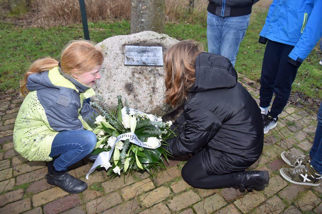 Herdenking bij het oorlogsmonument